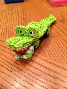 ALLIGATOR. Loomed by Donna Lorber from the Jaclyn Lecaros design. (Rainbow Loom FB page) See additional Pins with photos and instructions from Donna Lorber for her slight changes to the original design.