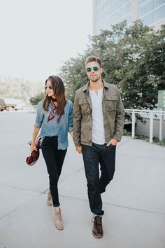 4 Accessoires für den Denim-on-Denim-Look - Fashion for couples - Outfits Fashion Couple, Look Fashion, Fashion Models, Autumn Fashion, Mens Fashion, Mens Fall Outfits, Edgy Outfits, Denim Outfits, Winter Outfits