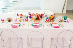 OUT with neutrals, IN with big, bold florals!! Florals: Hello Darling Venue: Chez Photo: Elle Rose Photo Linens: Windy City Linen Planner: Cheers! Chicago
