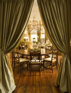 The restored dining room of a historic Savannah, Georgia, home captures the elegance of days past
