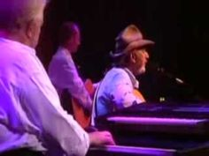 Don Williams.Lay Down Beside Me. I could pin all of his songs. Don Williams, Country Videos, Famous Men, Greatest Songs, Me Me Me Song, Kinds Of Music, My Favorite Music, Music Bands, New Music