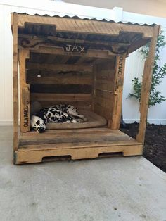 Dog house out of pallets. Maybe this would be good in the summer time to get out of the sun?