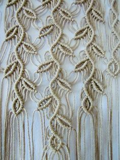 The Art Of Macramé And How It Can Be Used Around The Home. Lots of beautiful macrame projects by shmessa Macrame Design, Macrame Art, Macrame Projects, Macrame Knots, Art Macramé, Free Macrame Patterns, Macrame Curtain, Micro Macramé, Ideias Diy