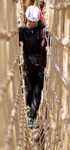 Valppain askelin verkkosillalla.  You need to watch your step on this net brigde.  #seikkailupuistohuippu #treetopadventure