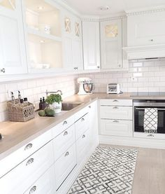 Cucine for white kitchen interior design 15 Economical Interior Design Ideas to Save Your Budget Home Decor Kitchen, Interior Design Kitchen, New Kitchen, Home Kitchens, Kitchen Dining, Kitchen Cabinets, Kitchen Ideas, White Kitchens Ideas, White Cabinets