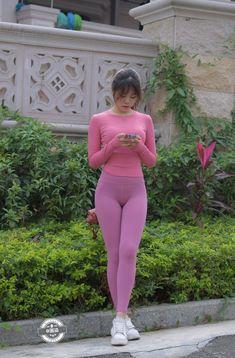 Belle Nana, Mode Des Leggings, Pinup Girl Clothing, Look Girl, Girls In Leggings, Cute Asian Girls, Beautiful Asian Women, Leggings Fashion, Asian Fashion
