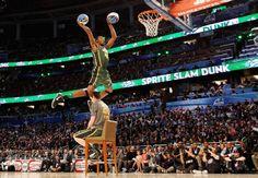 Luminarias de la NBA en competencia de clavados