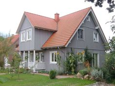 Haus Stuhr - An energy-efficient house to fall in love with. Here also the big family finds a lot of space. Lowest energy costs with individual living style. House Paint Exterior, Exterior House Colors, Outside Paint Colors, Build My Own House, Pintura Exterior, Farmhouse Renovation, Grey Houses, Red Roof, Swedish House