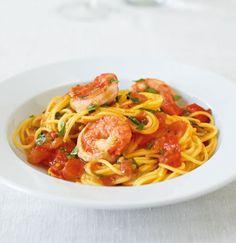 Rezept für Spaghettini mit Curry-Garnelen bei Essen und Trinken. Ein Rezept für 2 Personen. Und weitere Rezepte in den Kategorien Gemüse, Gewürze, Kräuter, Meeresfrüchte, Milch + Milchprodukte, Nudeln / Pasta, Schalen- und Krustentiere, Hauptspeise, Braten, Kochen, Einfach, Schnell.