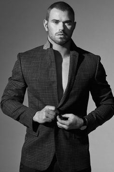 Kellan Lutz Stars in Geoffrey Beene Spring Summer 2017 Campaign Delta Force, We Get Married, Kellan Lutz, Gorgeous Men, Beautiful People, Advertising Campaign, Beard Styles, Sexy Men, Hot Men