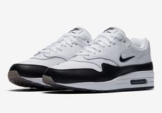 New looks for the Nike Air Max 1 Jewel continue to pop up, with the latest being this clean and simple colorway in black and white. The nostalgic Jewel-Swooshed version of the Air Max 1 takes it back to the … Continue reading →