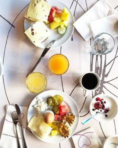 [New] The 10 Best Travel (with Pictures) - Breakfast love. Chocolate Fondue, Camembert Cheese, Breakfast, Desserts, Food, Food Food, Morning Coffee, Tailgate Desserts, Deserts