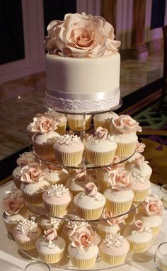 What a great idea ! Sliced cake for bride and groom and cupcakes for … – the day – # groom - Cake Decorating Cupcake Ideen Cupcake Tower Wedding, Wedding Cakes With Cupcakes, Spring Wedding Cupcakes, Bride Cupcakes, Wedding Shower Cupcakes, Lemon Cupcakes, Strawberry Cupcakes, Birthday Cupcakes, Cupcake Torte