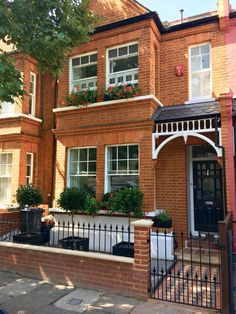 West London - Pretty Edwardian terraced house front garden with fabricated metal. West London - Pretty Edwardian terraced house front garden with fabricated metal. Iron Front Door, House Front Door, Painted Front Doors, House With Porch, Bay Tree Front Door, Victorian Front Garden, Victorian Terrace House, Terrace House Exterior, Wall Exterior