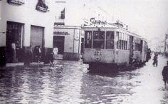Calle Castilla. Año 1947. El tranvía de Sevilla hacía su recorrido por #Triana dirigiéndose hacia Camas. Una foto que muchos de vosotros recordaréis.  #Sevillahoy http://www.trianaocio.es/