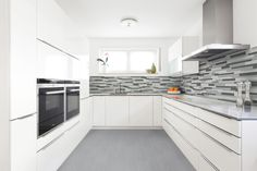 From classic subway tile to stunning natural stone, a backsplash is a wonderful way to finish the look in your kitchen. Kitchen Backsplash, Kitchen Cabinets, Cuisines Design, Porcelain Tile, Countertops, Tile Floor, Flooring, Plans, Laundry Room
