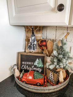 Decoration Christmas, Farmhouse Christmas Decor, Christmas Kitchen, Christmas Centerpieces, Country Christmas, Christmas Decorating Ideas, Christmas Ideas, Christmas Stuff, Christmas Coffee