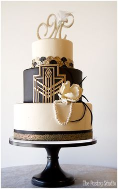 Gatsby-Art Deco Wedding Cake / http://www.deerpearlflowers.com/32-wedding-cakes-with-classical-details/