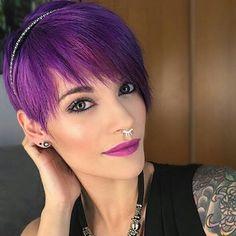 11+sprankelende+korte+kapsels+waarmee+jij+zeker+de+show+zult+stelen! Purple Hair, Hair Color, Pink, Style, Swag, Haircolor, Lilac Hair, Hair Dye, Hair Coloring