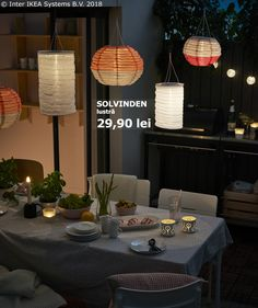 Forget cables and plugs with a smart lamp that can turn the sun's rays into electricity. With IKEA SOLVINDEN solar-powered pendant lamps you decrease your negative climate footprint AND get cosy lighting. Pan Comido, Ikea Portugal, Ikea Outdoor, Outdoor Lamps, Green Centerpieces, Al Fresco Dining, Cozy House, Garden Furniture, Diy Home Decor