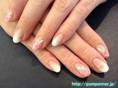 Nail you to the fingertips and pink flowers white gradation  白のグラデーションと指先をピンクのお花にしたネイル
