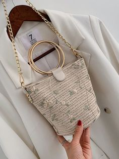 To find out about the Floral Embroidered Woven Bag With Ring Handle at SHEIN, part of our latest Satchels ready to shop online today! Crochet Handbags, Crochet Purses, Crochet Bags, My Bags, Purses And Bags, Macrame Bag, Beaded Bags, Woven Bags, Knitted Bags