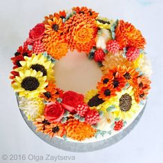 Learn how to make buttercream roses, chrysanthemums and sunflowers, pipe berries and create this fall inspired flower wreath cake. Fall Theme Cakes, Fall Birthday Cakes, Fall Cakes, Themed Cakes, 80th Birthday, Fall Wedding Flowers, Fall Wedding Decorations, Fall Flowers, Cake Decorations
