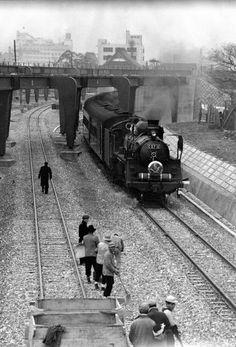 1955(昭和30)年、小倉~東小倉間を走る特急かもめ