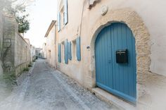 Location ile de Ré : Les volets bleus Blue Shutters, New Homes, House, Inspiration, Gardens, Blue Home, Home Ideas, Exterior Shutters, Biblical Inspiration