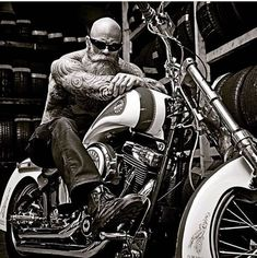 Tag a friend who would like this 🙋🙋 Welcome to the Harley fan page 💀💀 =============== 💬Tag a Friend Share -Like -Save👦👩⤵️⤵️ ===============… Harley Davidson, Bobbers, Motocross, Choppers, Biker Photos, Bald Men With Beards, Badass Beard, Harley Gear, Yamaha Bikes
