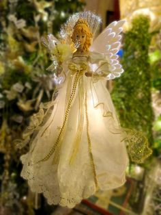 Christmas Angel by Cynthia Woods