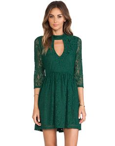 STUNNING COLOR! MARVELOUS!  Green Long Sleeve Hollow Lace Pleated Dress 18.99