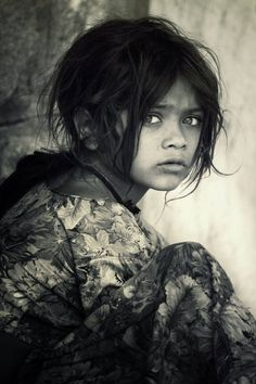 The Question Photo by Hari Bhagirath (National Geographic) India Precious Children, Beautiful Children, Children Photography, Portrait Photography, Human Photography, Tent Photography, Photography Courses, Photography Lighting, Foto Face