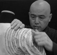 De origen japonés, Shingo Sato es un diseñador y profesor que siempre tiene la mirada puesta en el patronaje. Shingo Sato, de...