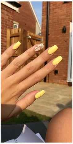 Acrylic Nails Yellow, Clear Acrylic Nails, Acrylic Nails Coffin Short, Simple Acrylic Nails, Square Acrylic Nails, Summer Acrylic Nails, Simple Nails, Yellow Nail Art, Accent Nail Designs