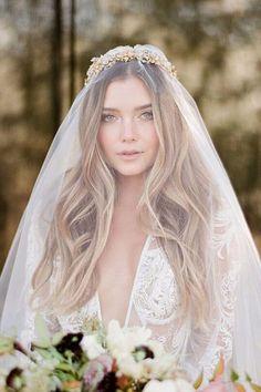 42 Wedding Hairstyles With Veil - Schleier - Hochzeitskleid Wedding Hair Down, Wedding Hair And Makeup, Wedding Veils, Wedding Scene, Wedding Beach, Wedding Bride, Church Wedding, Wedding Ceremony, Rustic Wedding