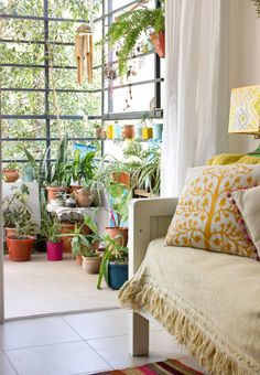 Great window room- Love the colors and the plants. My Home Design, House Design, Eclectic Home, Home And Living, Interior Design, Interior Deco, Small Balcony Decor, Home Deco, Home Decor