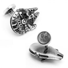 The Star Wars: Palladium Millenium Falcon Cufflinks are officially licensed, and are the perfect accessory for any wardrobe. Whether you're a Star Wars Super fan or just looking to geek out, you'll love these cufflinks. Millennium Falcon, Tie Fighter, Star Wars Schmuck, Tableau Star Wars, Star Wars Jewelry, Designer Cufflinks, Der Gentleman, Star Wars Wedding, Geek Wedding