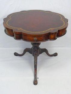 Antique Queen Anne Style Pie Crust Parlor Tilt Top Tripod Side Table
