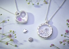 Cherish your unique memories in a vintage-style way with PANDORA's innovative floating locket. Classic and elegant in design, its sterling silver frame and crystalline walls lovingly display and protect your miniature treasures. #DOPANDORA