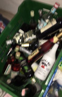 Party alcohol aesthetic 40 New Ideas Alcoholic Drinks With Pineapple Juice, Easy Alcoholic Drinks, Vodka Drinks, Drinks Alcohol Recipes, Party Drinks, Strawberry Vodka, Alcohol Aesthetic, Teenage Dream, Aesthetic Girl