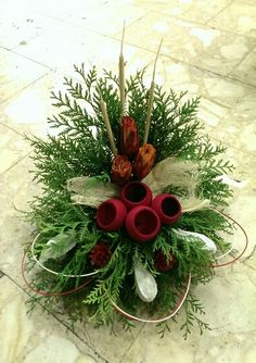 Christmas Flower Arrangements, Christmas Centerpieces, Floral Arrangements, Christmas Decorations, Holiday Decor, Christmas Wreaths, Xmas, Flower Bouquet Wedding, Diy And Crafts