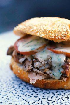 Sous-vide-Pulled Pork-Burger mit Estragon-Majonnaise mehr zum Selbermachen auf Interessante-dinge.de