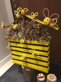 Easy Spring Crafts for Kids to Make at School – Bees and Beehives Bee Crafts For Kids, Back To School Crafts, Valentine Crafts For Kids, Preschool Crafts, Art For Kids, Diy And Crafts, Toilet Paper Roll Crafts, Paper Crafts, Bee Activities
