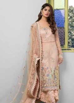 Beautiful Pakistani Dresses, Pakistani Formal Dresses, Pakistani Fashion Casual, Pakistani Dress Design, Indian Fashion, Stylish Dresses For Girls, Casual Dresses, Frock Fashion, Fashion Dresses