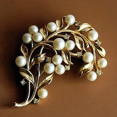 vintage brooch, reminds me of something my mum used to have :( i remember holding it in my hands and hoping that maybe mum would let me wear it someday