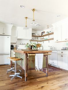 Country-chic industrial kitchen