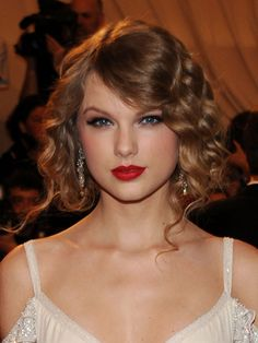 Fake everyone out with a faux bob. #TaylorSwift #tutorial