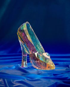 Disneyland is kicking off its Diamond Days giveaway, and this #Cinderella slipper is part of the prize! I want!