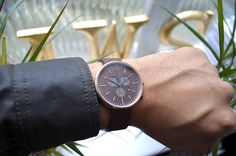 Oversized Vs Minimal Watches looks at the two very different types of watches discusses the benefits of each Uniform Wares, Fashion Ideas, Men's Fashion, Man Style, Gentleman, Watches For Men, Minimalism, Menswear, Classy